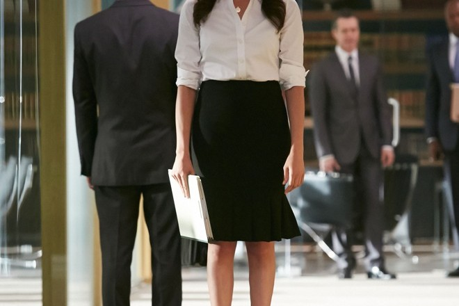 Rachel Zane in Suits outfit style pencil skirt