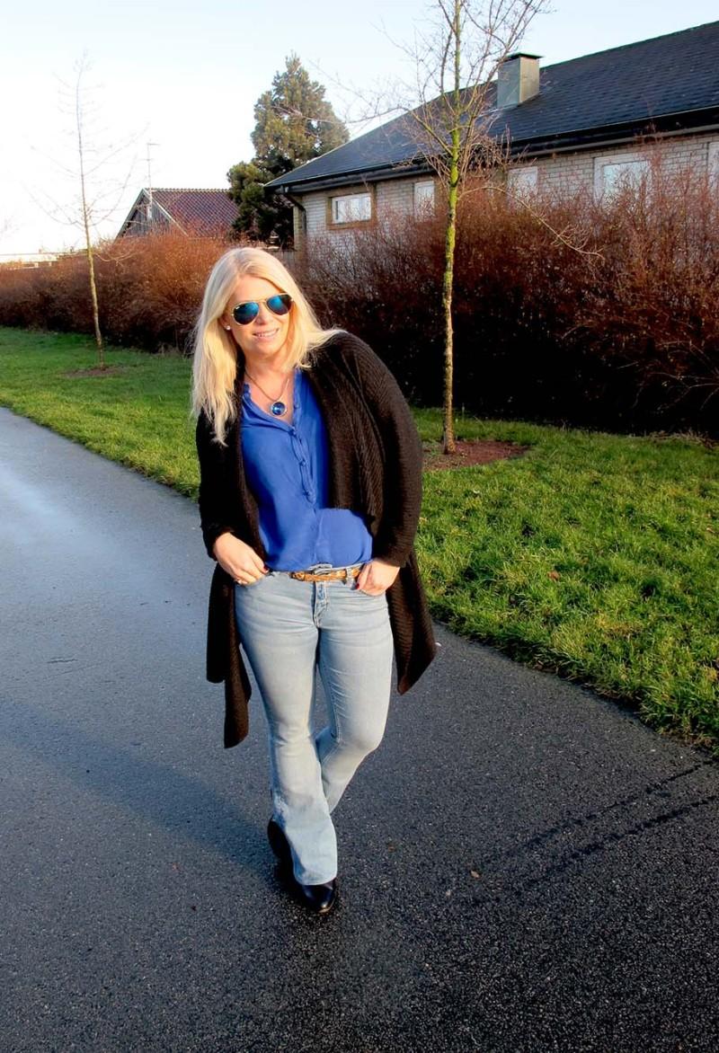 utsvängda jeans från hm och kornblå blus
